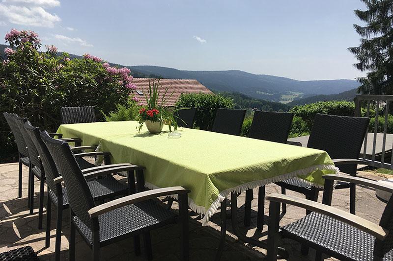 Terrasse mit Aussicht im Ferienhaus am Kapellenweg